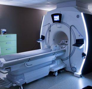 El extraño caso de un hombre que murió tras ser absorbido por una máquina de resonancia magnética