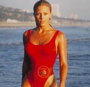 """Nicole Eggert en """"Guardianes de la Bahía"""""""