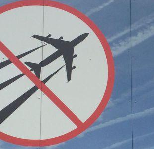 Hay algo siniestro detrás de las estelas de los aviones (aseguran algunos)