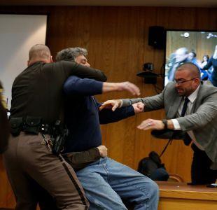 Padre de víctimas de Larry Nassar intenta darle una paliza en pleno juicio