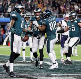 Filadelfia Eagles gana el Super Bowl al destronar a New England Patriots