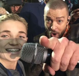 La curiosa reacción del selfie kid durante la presentación de Justin Timberlake en el Super Bowl
