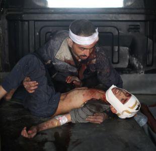Mortíferos bombardeos del régimen sirio acusado de ataque con armas químicas