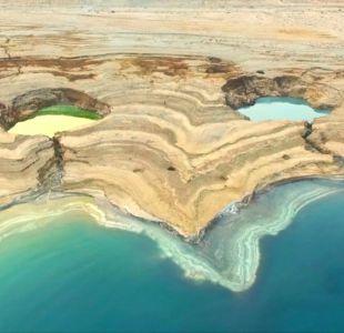 Cómo se forman los impresionantes socavones que deja el mar Muerto a medida que se seca