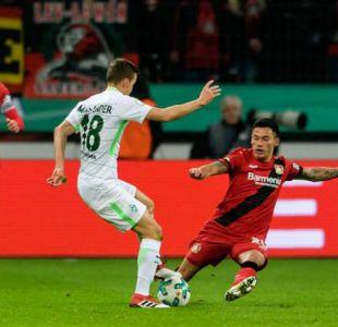 Aránguiz pasa susto en remontada de Leverkusen que avanza en Copa de Alemania