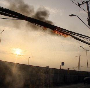 [VIDEO] Investigan la causa de misterioso incendio de cables en Quilicura