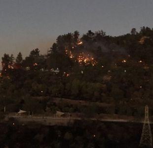 Decretan alerta roja en comuna de Recoleta por incendio en cerro San Cristóbal