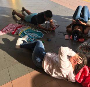 Pasajeros de LAW esperan para regresar de República Dominicana
