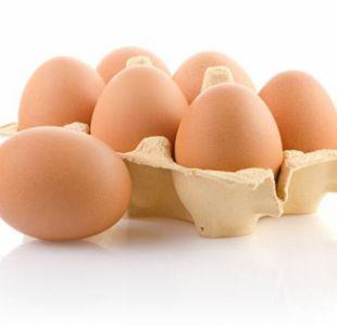 El insólito descubrimiento dentro de un huevo que hace furor en redes sociales
