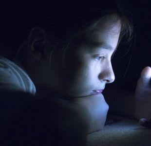 Cómo saber si pasamos demasiado tiempo mirando una pantalla y qué hacer para minimizar sus efectos