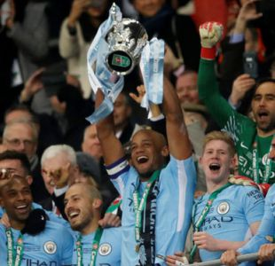 Bravo gana su primer título en Inglaterra tras conquistar la Copa de la Liga junto al City