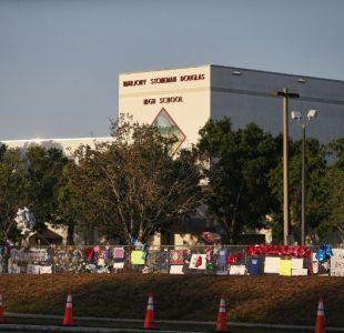 Escuela de Florida vuelve a clases tras masacre y en medio de debate sobre armas