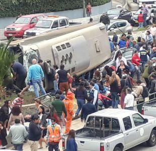 Volcamiento de bus en Valparaíso deja una treintena de heridos
