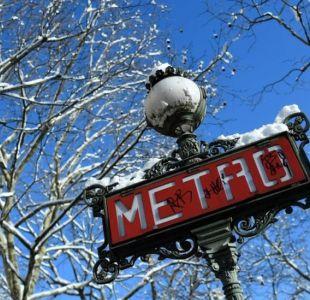 La mujer embarazada multada por caminar en dirección contraria por un pasillo del Metro en Paris