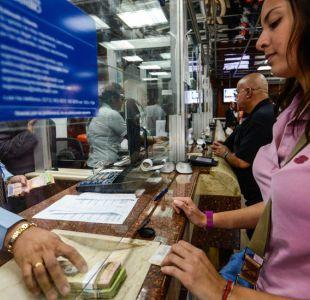 Cómo las remesas (y el mercado negro) están ayudando a familias venezolanas