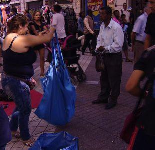 [VIDEO] Municipalidad de Santiago multa a quienes compren en el comercio ambulante