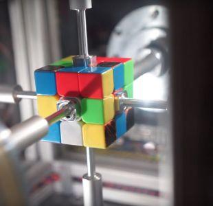 [VIDEO] ¡Armó un Cubo Rubik en  0,38 segundos! Pero fue un robot