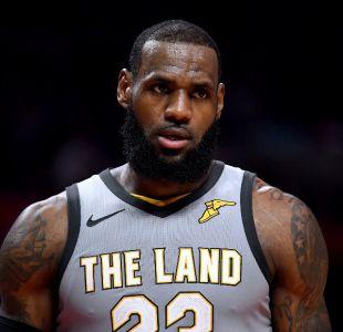 Lakers se burlan de LeBron y Rockets logran boleto a los playoffs