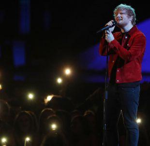 [VIDEO] Ed Sheeran sorprende a fanáticos con un concierto gratuito en la calle