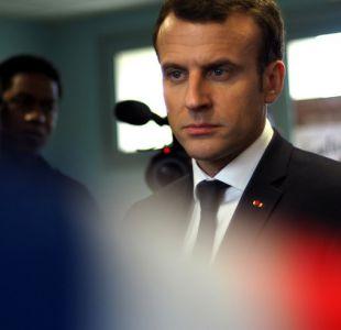 [VIDEO] Escolta de Macron será despedido luego de golpear a manifestantes