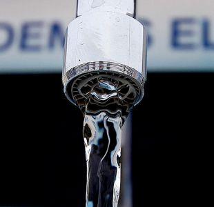 Intendencia anuncia querella por posible contaminación de agua