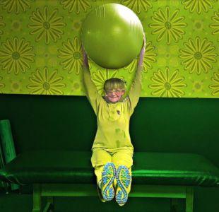 Verde te quiero verde: Artista lleva 20 años vistiendo de verde