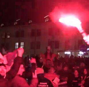 """[VIDEO] La """"Marea Roja"""" causa revuelo en Suecia con """"banderazo"""" para la selección"""