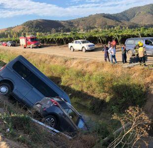 Accidente entre un vehículo y mini bus con brigadistas de Conaf deja un fallecido