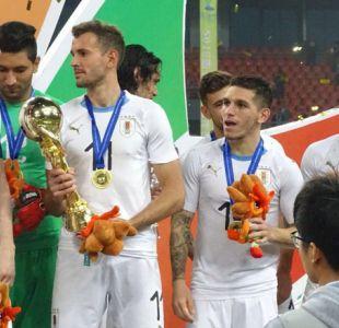 """Uruguay vence a Gales y se queda con la China Cup en partido número 100 de Cavani por la """"Celeste"""""""