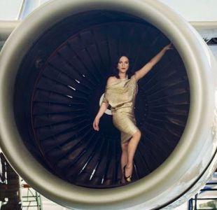 [FOTO] Daniela Vega publica espectacular imagen dentro de la turbina de un avión