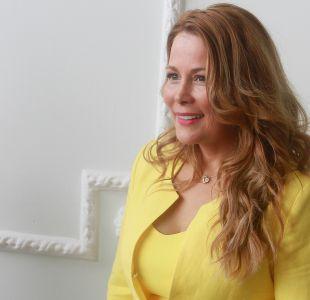 Cathy Barriga enfrenta denuncia en Contraloría por promocionar marca de lentes en feria comunal