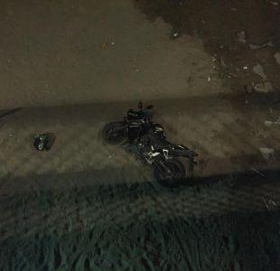 [VIDEO] Motociclista cae al río Mapocho y se da a la fuga