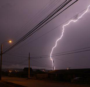 [VIDEO] #TropiConce: Usuarios informan de tormenta eléctrica en región del Biobío