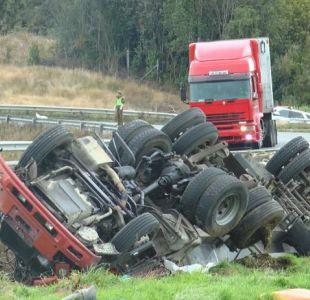 [VIDEO] Tres niños mueren en el volcamiento de un camión en Chiloé