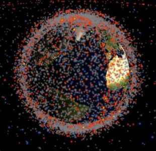 El fascinante mapa que muestra todos los satélites y la basura espacial que orbitan la tierra