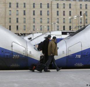 Ferroviarios franceses prolongan presión contra Macron