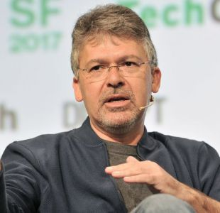 Qué hay tras el golpe de Apple de contratar al jefe de inteligencia artificial de Google