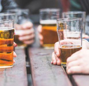 ¿En cuánto se reduce tu vida si tomas un trago diario de alcohol?