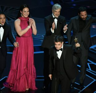 """Los galardonados de """"Una mujer fantástica"""" al momento de recibir el Oscar"""