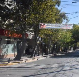 Hombre fue infiel y pidió perdón a su novia con una insólita pancarta en Argentina