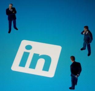 Los estafadores que te ofrecen trabajo en LinkedIn para robarte los datos