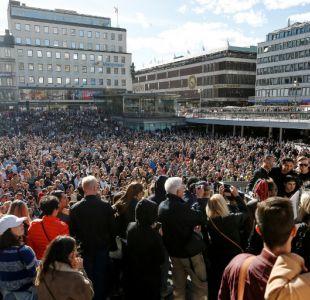 [VIDEO] Miles de personas rinden homenaje a Avicii en plaza de Estocolmo