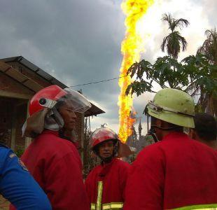 Al menos 15 muertos en incendio de un pozo de petróleo ilegal en Indonesia