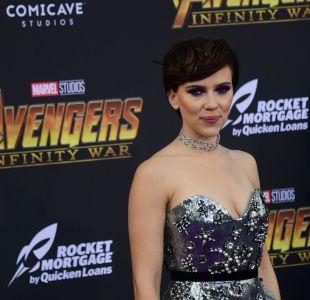 [VIDEO] Scarlett Johansson revela el bochornoso incidente que vivió en el baño de un avión