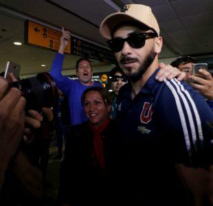 """[VIDEO] Herrera agradece apoyo de hinchas en su arribo al país: """"Somos así, distintos"""""""