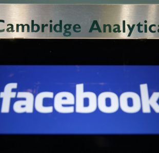 [VIDEO] Cambridge Analytica anuncia su cierre tras escándalo en Facebook