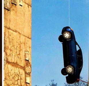 El misterio del auto que apareció colgado de un puente en Toronto