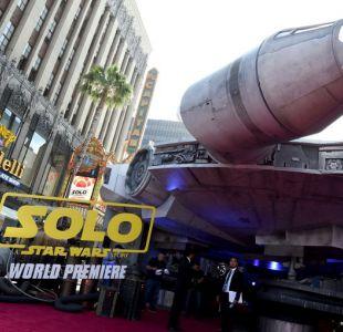 El Halcón Milenario aterriza en Hollywood para el estreno de Solo