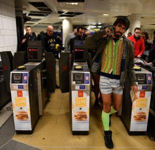 Alcalde de Londres pide prohibir anuncios de comida basura en el metro