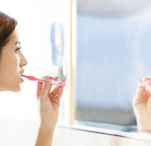 Halitofobia, la condición que hace que algunas personas se cepillen los dientes constantemente